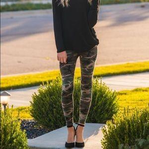 Pants - Camo Leggings